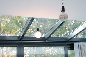 RoedesOnline | Gordijnrails aan schuin plafond
